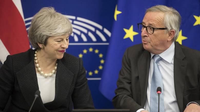 Γιούνκερ: Χωρίς συμφωνία δεν θα υπάρξει Brexit