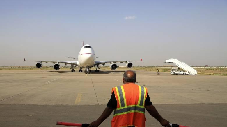 Αναστάτωση σε πτήση: Μητέρα κατάλαβε πως ξέχασε το παιδί της όταν απογειώθηκε το αεροπλάνο