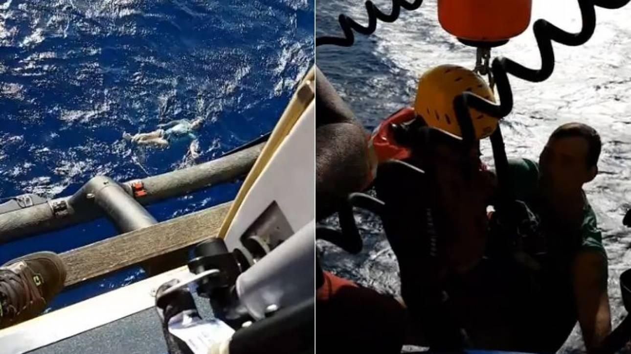 Επέζησε για ώρες μέσα στη θάλασσα κάνοντας σωσίβιο το τζιν του