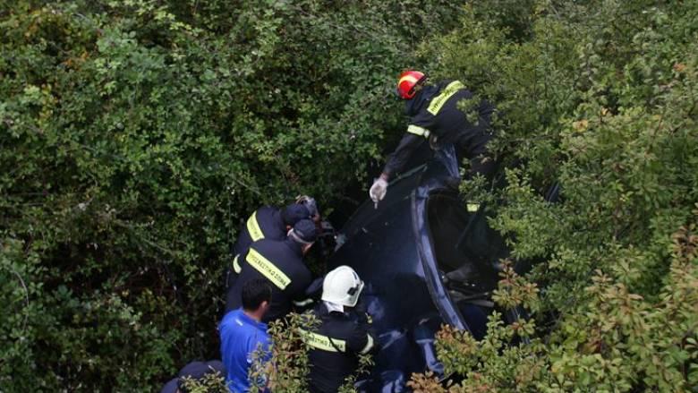 Κρήτη: Δραματική επιχείρηση διάσωσης - Μητέρα οδηγός έπεσε σε γκρεμό με τα δύο παιδιά της