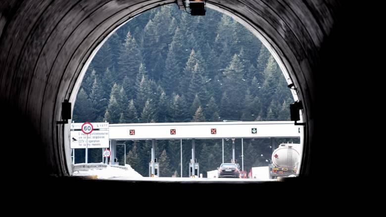 Τροχαίο με μπετονιέρα και νταλίκα σε τούνελ της Εγνατίας Οδού