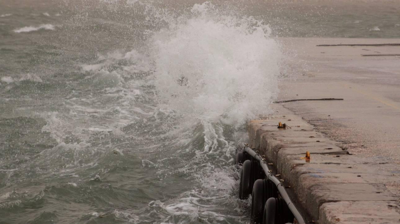 Σκόπελος: Υπεράνθρωπες προσπάθειες μέσα στη θύελλα για να σωθεί βρέφος