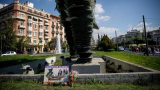ΠΟΕΔΗΝ: Τα λουλούδια στο γλυπτό του Δρομέα και το μπέρδεμα με τις εισόδους των υπουργείων