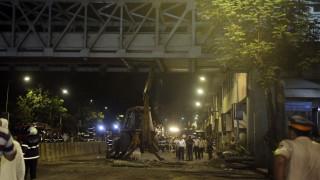 Ινδία: Κατάρρευση πεζογέφυρας σε ώρα αιχμής - Νεκροί και δεκάδες τραυματίες