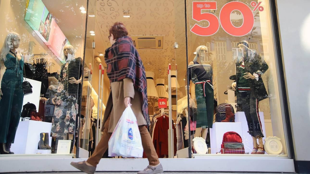 Καθηλωμένες οι προσδοκίες των καταναλωτών για το επόμενο δωδεκάμηνο