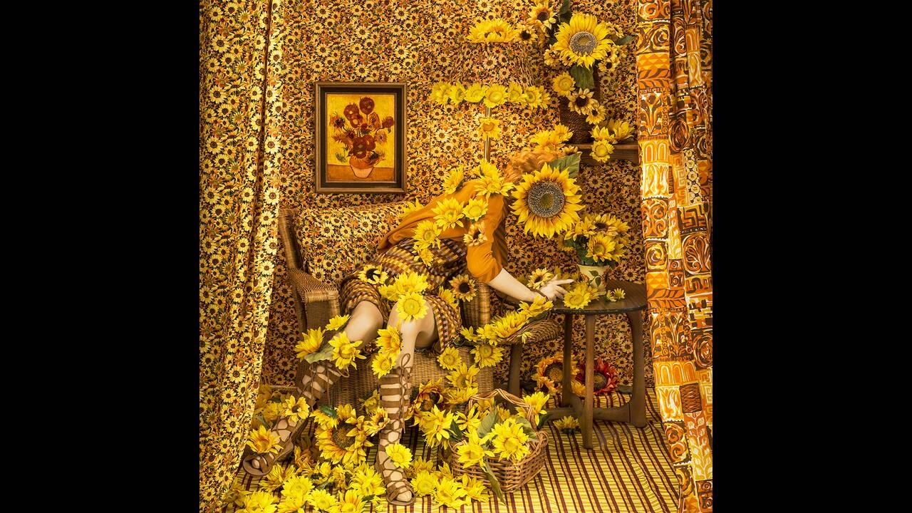 https://cdn.cnngreece.gr/media/news/2019/03/15/169277/photos/snapshot/sunflower_girl_1000.jpg