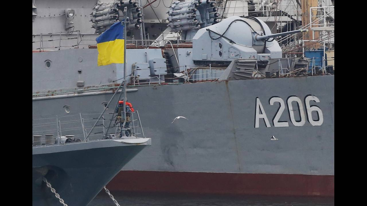 https://cdn.cnngreece.gr/media/news/2019/03/15/169320/photos/snapshot/2018-11-26T121830Z_170151077_RC1902C8C0A0_RTRMADP_3_UKRAINE-CRISIS-RUSSIA.JPG