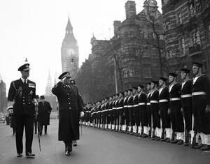 1953 Ο Πρόεδρος της Γιουγκοσλαβίας Γιόζεφ Τίτο σε επίσημη επίσκεψη στο Λονδίνο. Πίσω του διακρίνεται ο Ουίνστον Τσόρτσιλ.