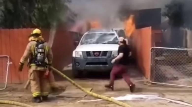 Εισέβαλε στο φλεγόμενο σπίτι του για να σώσει τον σκύλο του
