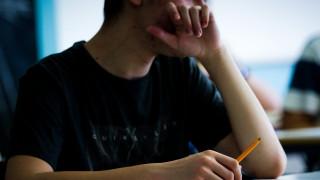 Δράμα: Προσπάθησε να δώσει εξετάσεις για δίπλωμα στη θέση του αδελφού του