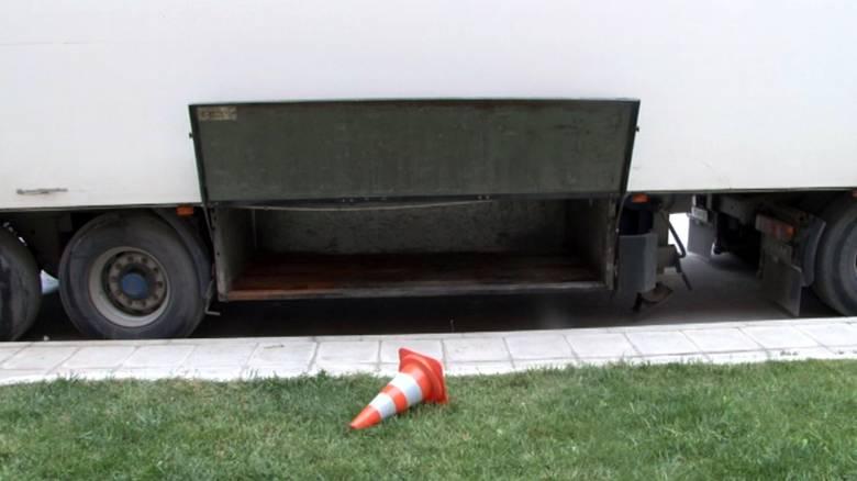 Μετέφερε 13 αλλοδαπούς σε κρύπτη φορτηγού με προορισμό την Ιταλία