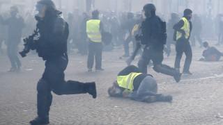 Κίτρινα γιλέκα: «Πεδίο μάχης» το Παρίσι - Φωτιές, δακρυγόνα και τραυματισμοί