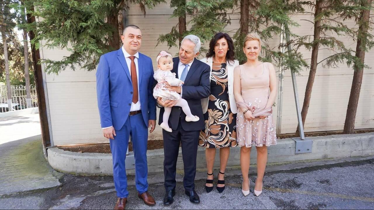 https://cdn.cnngreece.gr/media/news/2019/03/16/169423/photos/snapshot/vaftisia_2-2.jpg