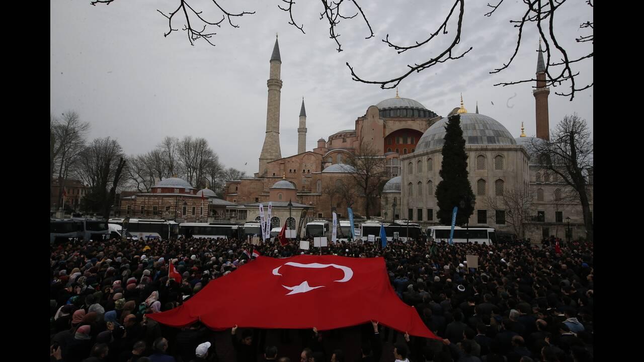 https://cdn.cnngreece.gr/media/news/2019/03/16/169432/photos/snapshot/AP_19075654272385.jpg