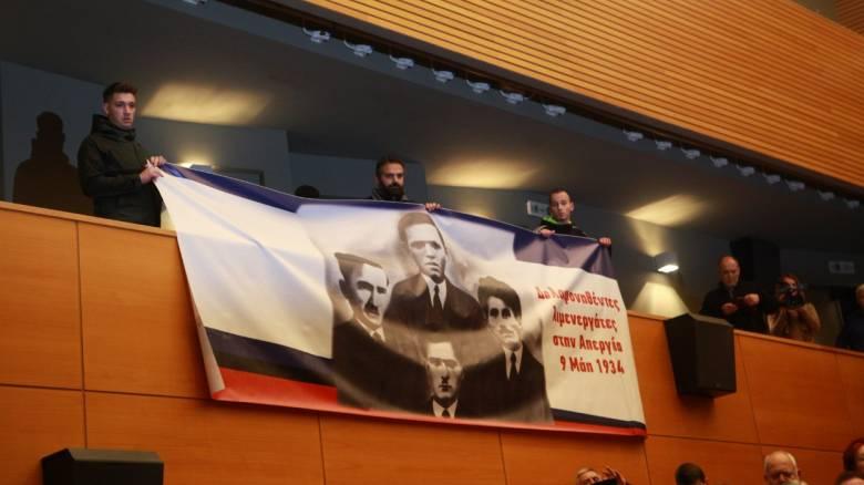 Τελειώνει προτού αρχίσει το 37ο Συνέδριο της ΓΣΕΕ - Συνεχίζεται η κόντρα με το ΠΑΜΕ