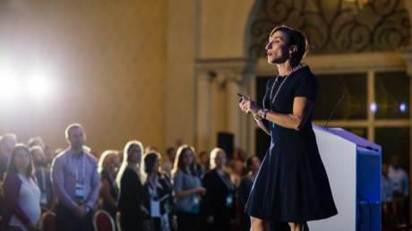 Τατιάνα Κολοβού: Η Ελληνίδα καθηγήτρια στις ΗΠΑ που μαθαίνει στους φοιτητές να αγαπούν την Ελλάδα