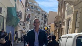 Εορταστική βόλτα με πατίνι για τον Κώστα Μπακογιάννη