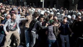 Χάος στο Βελιγράδι: Αποκλεισμένος από κλοιό χιλιάδων διαδηλωτών ο Βούτσιτς