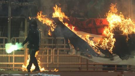 Παναθηναϊκός - Ολυμπιακός: Νέα διακοπή στο ΟΑΚΑ - Επεισόδια και δακρυγόνα στις εξέδρες