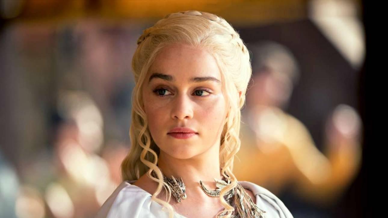 Η Εμίλια Κλαρκ υπερασπίζεται τις γυμνές σκηνές της Νταενέρις στο Game of Thrones