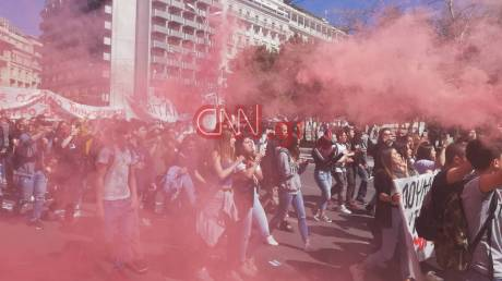 Ένταση και μολότοφ στο μαθητικό συλλαλητήριο στο κέντρο της Αθήνας