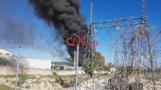 Φωτιά σε αποθήκη χαρτικών στην Παιανία