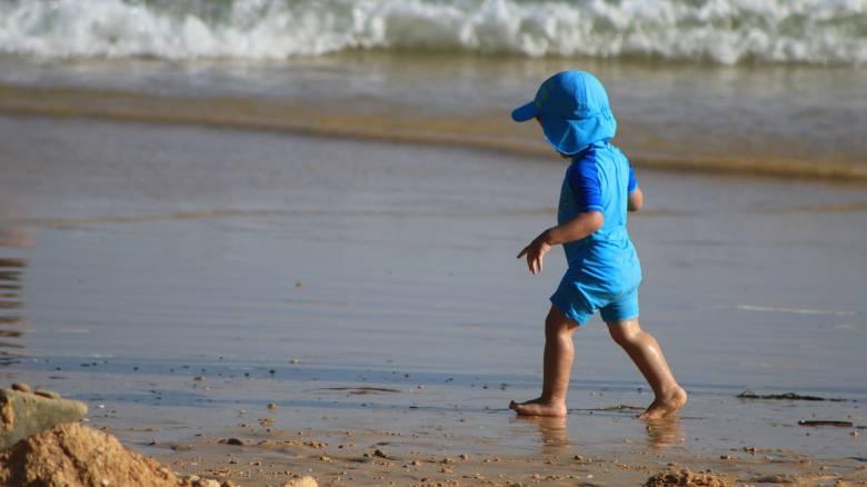 ΟΑΕΔ: Δείτε πώς μπορείτε να κάνετε δωρεάν διακοπές με τα παιδιά σας