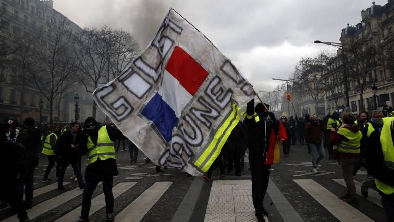 Κίτρινα γιλέκα: Απαγόρευση διαδηλώσεων και απόλυση του επικεφαλής της αστυνομίας του Παρισιού