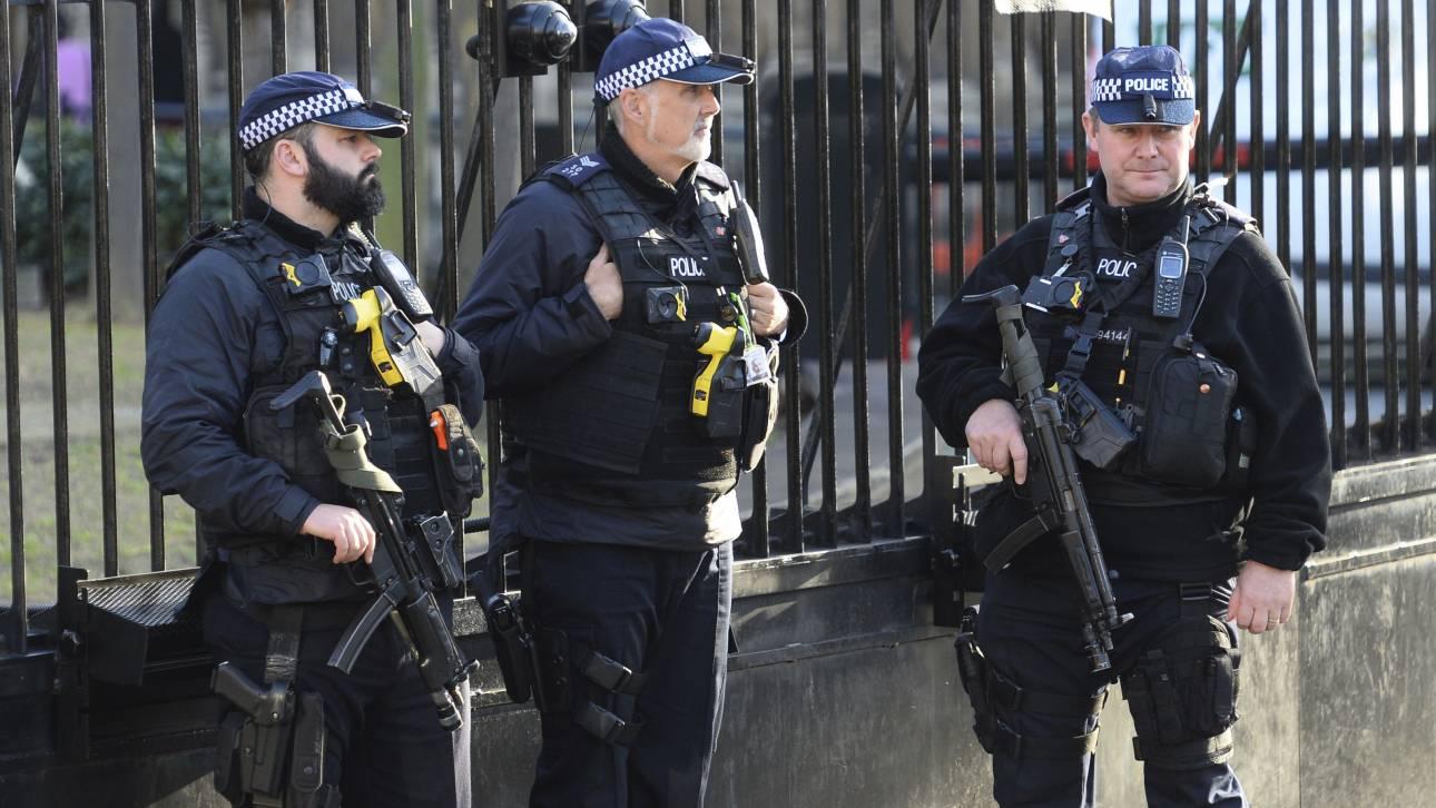 Κινητοποίηση της αστυνομίας στο Λονδίνο λόγω άνδρα που ισχυρίζεται πως είναι οπλισμένος