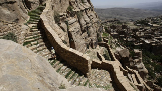 Ένας εξαφανισμένος ναός κι ένας άγνωστος θεός: Το μυστήριο της μπρούτζινης επιγραφής από την Υεμένη