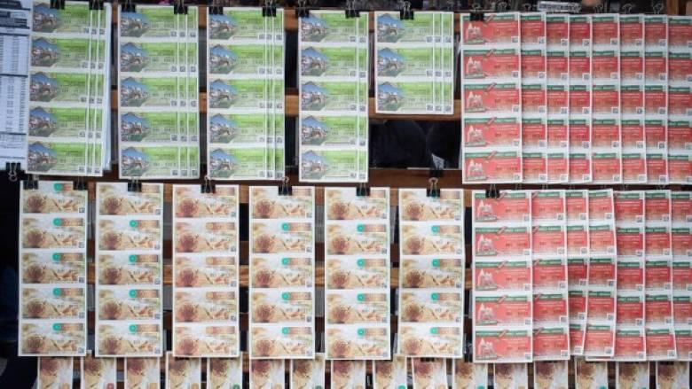 Πρωτοχρονιάτικο λαχείο: Είχε ξεχασμένα στο συρτάρι του... 8.000 ευρώ