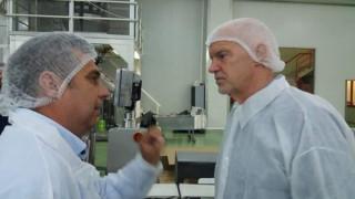Ο Γιώργος Παπανδρέου σε μονάδα παραγωγής σταφίδας στην Αχαΐα