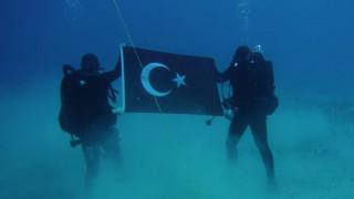 Με παρέμβαση ΥΠΕΘΑ κατέβηκαν οι φωτογραφίες με τους Τούρκους δύτες στη Σούδα