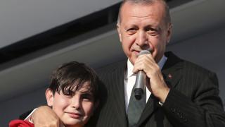 Σκληρός ο Ερντογάν με 13χρονο: Πρέπει να χάσεις κιλά