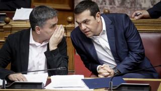 Η κυβέρνηση πολιτικοποιεί την προστασία της πρώτης κατοικίας ενόψει εκλογών