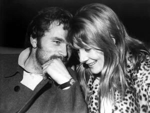 """1968 Η Βανέσα Ρεντγκρέιβ και ο Ιταλός ηθοποιός Φράνκο Νέρο, στην πρεμιέρα της ταινίας """"Κάμελοτ"""", στην Πάρμα."""