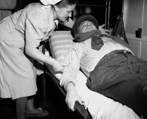 1950 Ο Λάιμπ Σβαρτς είναι 57 ετών και πρώην κρατούμενος στο Άουσβιτς, όπου έχασε τη γυναίκα του και τα πέντε τους παιδιά. Τώρα μεταφέρεται με τραίνο στον ευρωπαϊκό νότο, απ' όπου ελπίζει να μπορέσει να πάει στο Ισραήλ.
