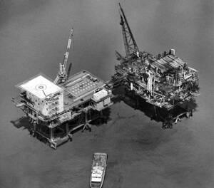 1989 Η πλατφόρμα άντλησης πετρελαίου στον Κόλπο του Μεξικού, πάνω στην οποία σημειώθηκε έκρηξη, με συνέπεια να χαθούν 10 από τους ανθρώπους που βρίσκονταν επάνω σε αυτήν.