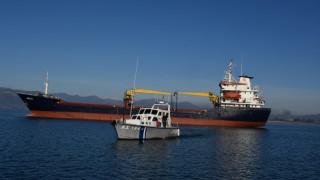 Άνδρος: Ακυβέρνητο πλοίο σε θύελλα 9 μποφόρ!
