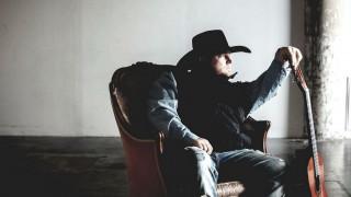 Νεκρός ο τραγουδιστής Τζάστιν Κάρτερ - Αυτοπυροβολήθηκε σε βίντεο κλιπ