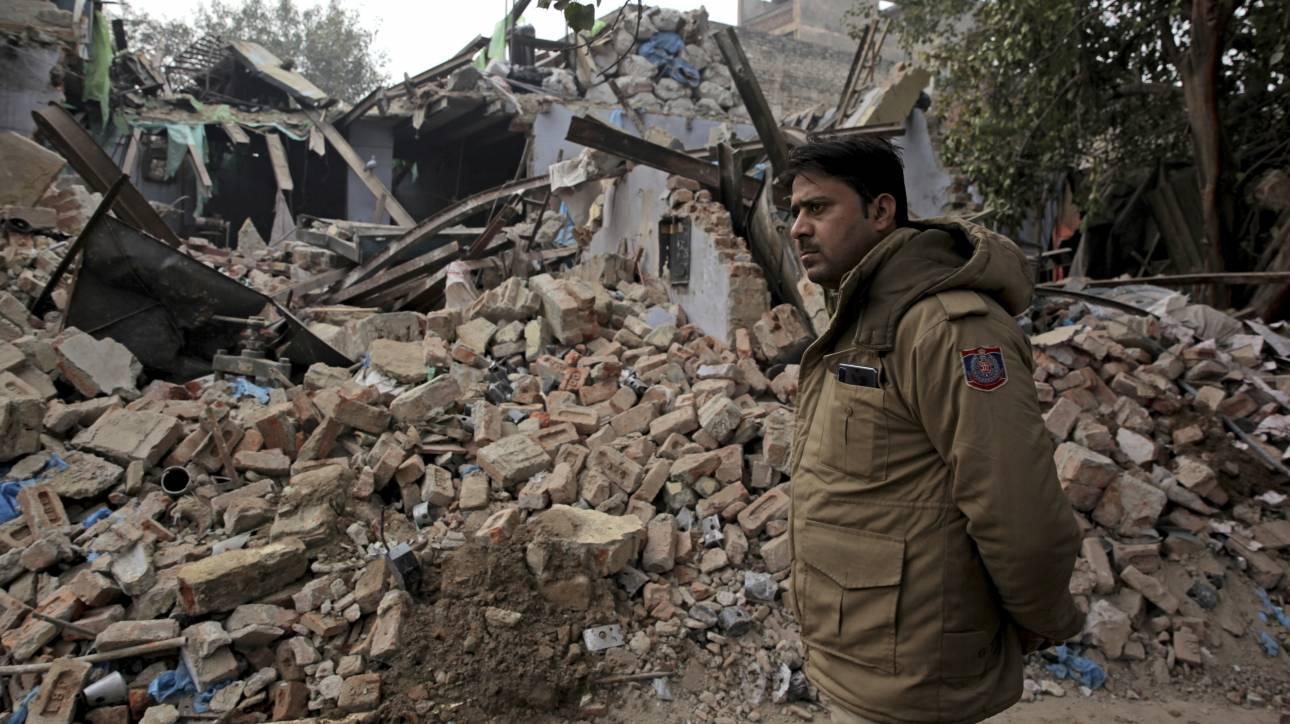Ινδία: Άνδρας ανασύρθηκε ζωντανός από ερείπια μετά από 62 ώρες