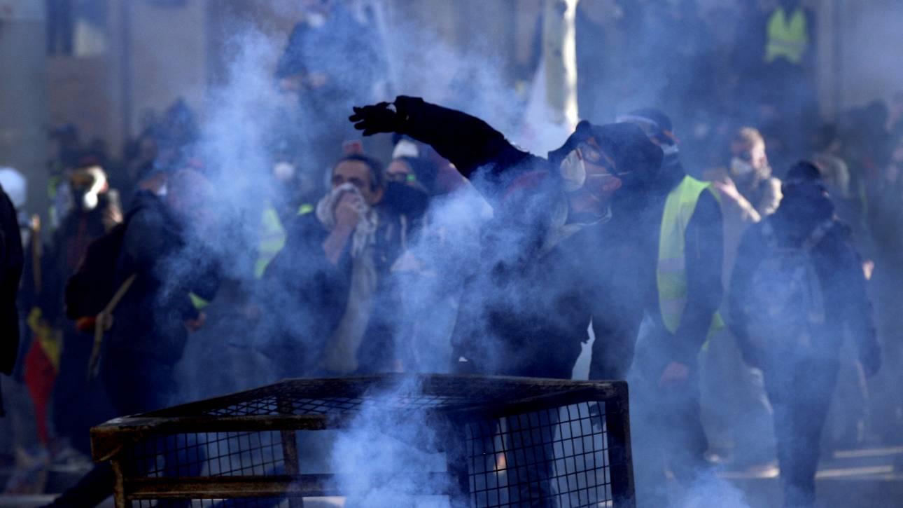 Γαλλία: Απαγόρευση διαδηλώσεων, κυκλοφορίας και στρατός στους δρόμους για τα «κίτρινα γιλέκα»