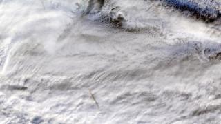 Εντυπωσιακές εικόνες: Η στιγμή της έκρηξης μετεωρίτη πάνω από τη Βερίγγεια θάλασσα