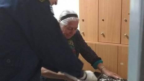 Bίντεο-ντοκουμέντο από τη Θεσσαλονίκη: Έτσι συμπεριφέρθηκαν στην 90χρονη οι αστυνομικοί