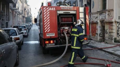 Γρεβενά: Επιχείρηση κατάσβεσης πυρκαγιάς σε πολυκατοικία - Απεγκλωβίστηκε ηλικιωμένη