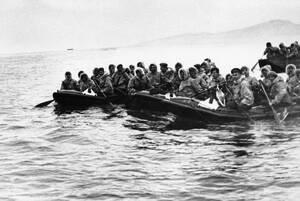 1948 Έλληνες στρατιώτες, ντυμένοι με αμερικανικές στολές, χρησιμοποιούν επίσης αμερικανικές βάρκες προκειμένου να αποβιβαστούν στις θεσσαλικές ακτές. Οι δυνάμεις του ελληνικού στρατού πραγματοποιούν αποβάσεις σε διάφορα σημεία κοντά στην Κατερίνη, σε μια