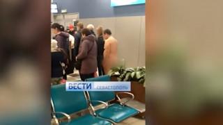 Πανικός στο αεροδρόμιο της Μόσχας: Γυμνός άντρας ήθελε να επιβιβαστεί σε πτήση (vids&pics)