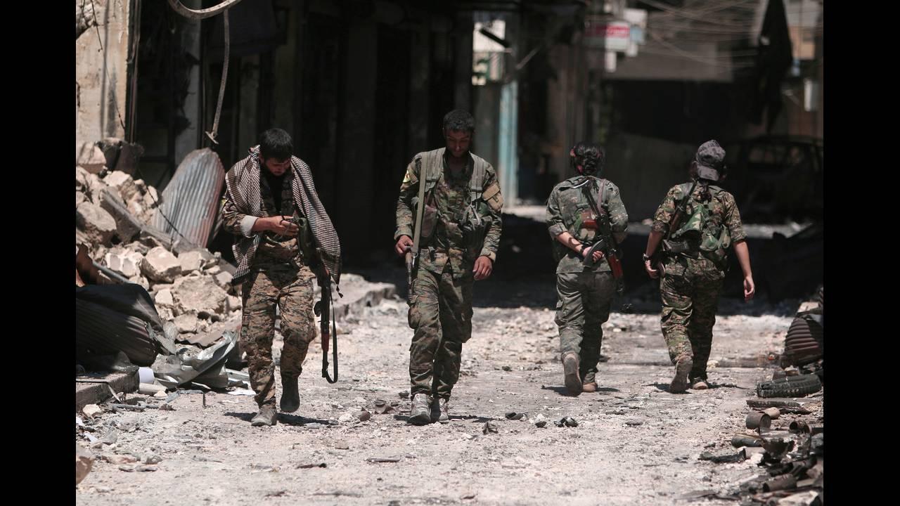 https://cdn.cnngreece.gr/media/news/2019/03/23/170273/photos/snapshot/2018-12-28T102804Z_1446275435_RC13E3D9ADC0_RTRMADP_3_MIDEAST-CRISIS-SYRIA-YPG.JPG