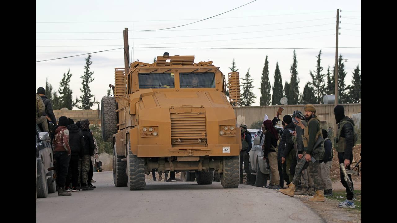 https://cdn.cnngreece.gr/media/news/2019/03/23/170273/photos/snapshot/2018-12-28T150155Z_2000329596_RC1C980C7570_RTRMADP_3_MIDEAST-CRISIS-SYRIA-YPG.JPG