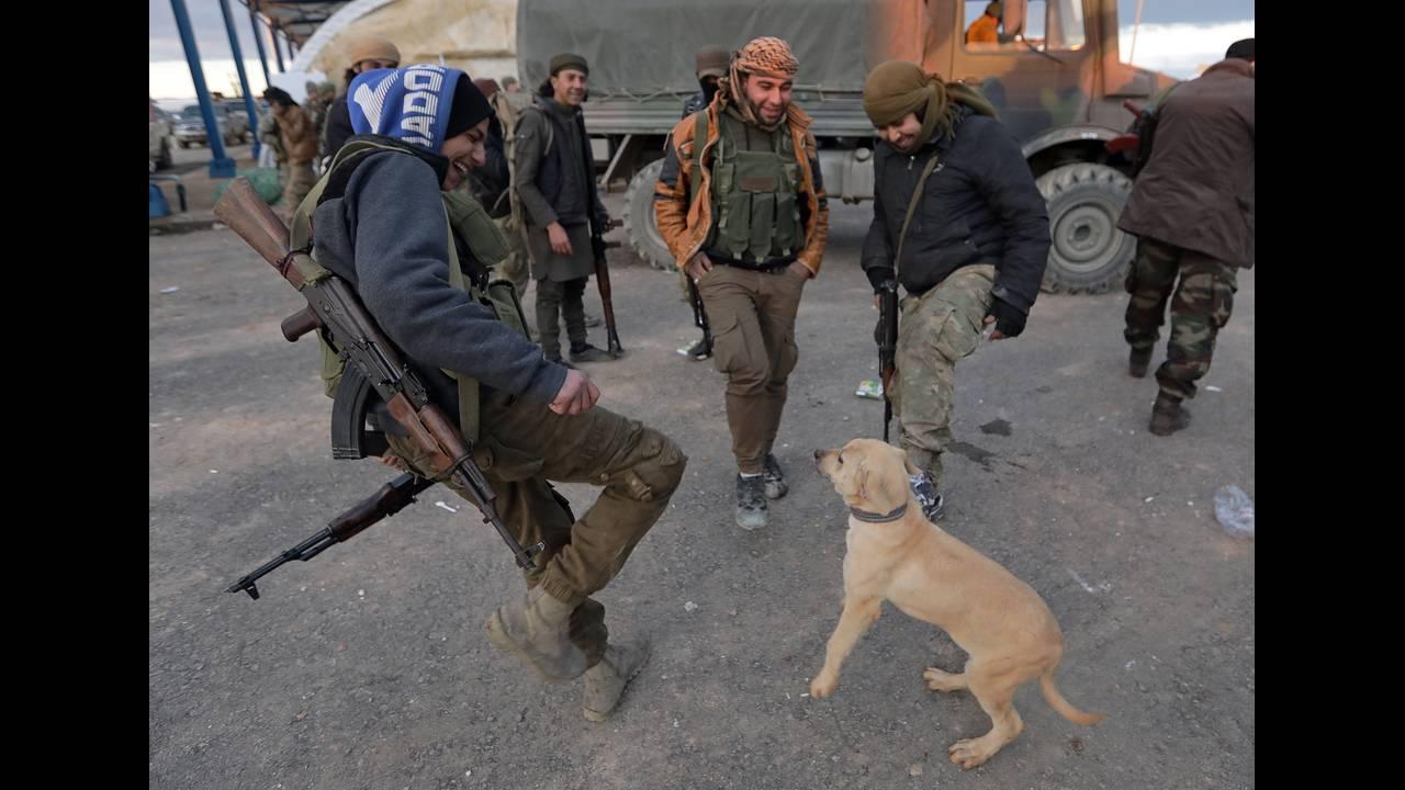 https://cdn.cnngreece.gr/media/news/2019/03/23/170273/photos/snapshot/2018-12-28T162938Z_2086765684_RC1D9B82F550_RTRMADP_3_MIDEAST-CRISIS-SYRIA-YPG.JPG